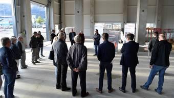 Inhaber Urs Tschudin informierte die Besucher über seinen Neubau.