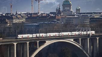 Das Bundesamt für Verkehr will den Bahn-Fernverkehr in ein Basis- und ein Premiumnetz unterteilen. Im Basisnetz sollen die verschiedenen Regionen erschlossen werden. Die Züge des Premiumnetzes sollen nur in grossen Zentren halten. (Archivbild)
