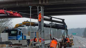 Hier wird die Autobahnbrücke noch gesichert, klar ist aber schon: Sie wird abgerissen.