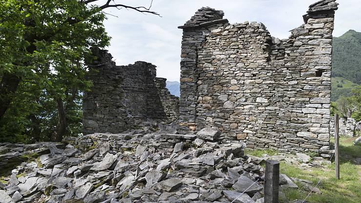 Ungenutzten Landwirtschaftsgebäuden ausserhalb der Bauzone droht der Zerfall. Um sie zu erhalten, sollen sie in Wohnungen umgebaut werden dürfen. (Archivbild)