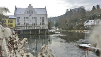 Weil der Wasserstand tief ist, können die Kraftwerke an der Limmat – darunter das Kraftwerk Aue in Baden – ihre Produktionsleistung nicht ausschöpfen.