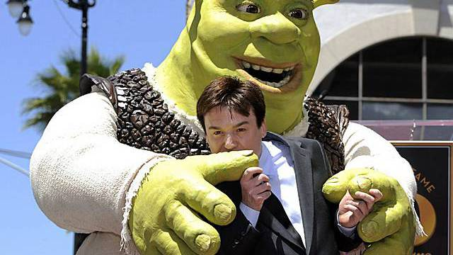 Der Oger Shrek mit Schauspieler Mike Myers, der ihm seine Stimme leiht