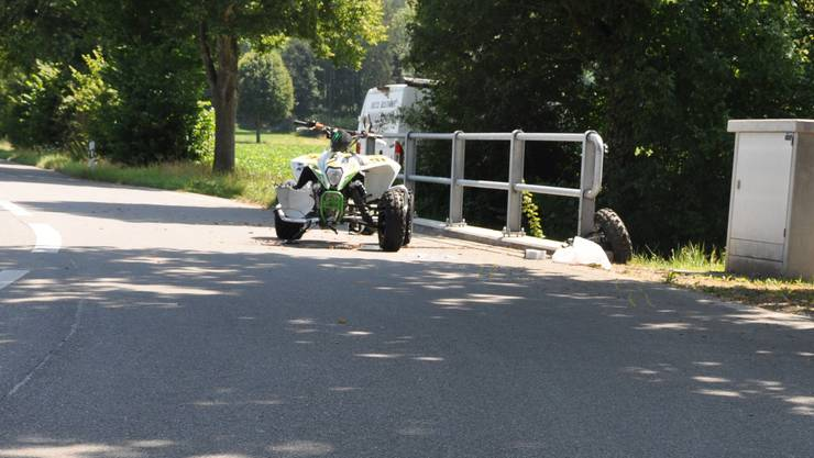 Der Verunfallte wurde durch Passanten und Rettungssanitäter vor Ort betreut.