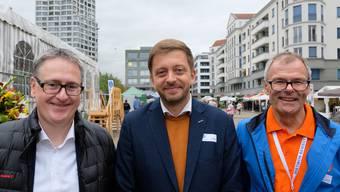Stadtpräsident Roger Bachmenn (links) und alt Stadtpräsident Otto Müller (rechts) zusammen mit Vit Rakusan, Bürgermeister der tschechischen Partnerstadt Kolin.