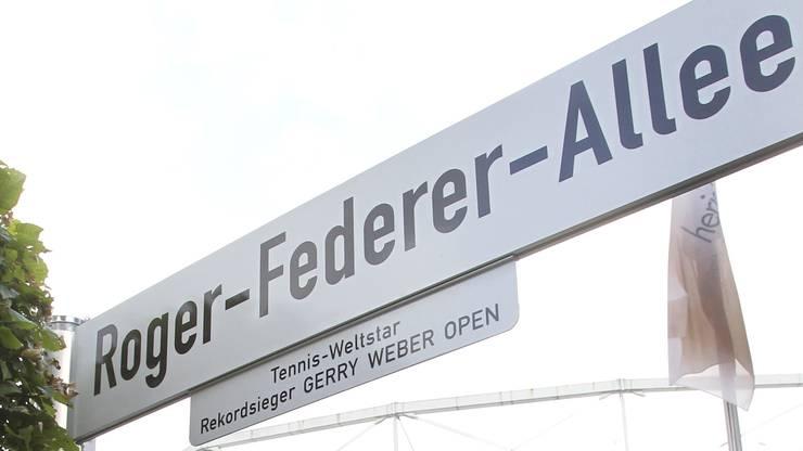 Neun mal holte Federer auf dem Rasen von Halle den Titel. Nirgendwo sonst war er erfolgreicher. Vor fünf Jahren wird auf der Anlage eine Allee nach ihm benannt. Federer: «Die Deutschen waren den Schweizern da einen Schritt voraus.»