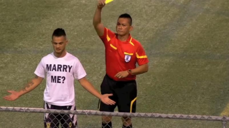Gelbe Karte für Heiratsantrag