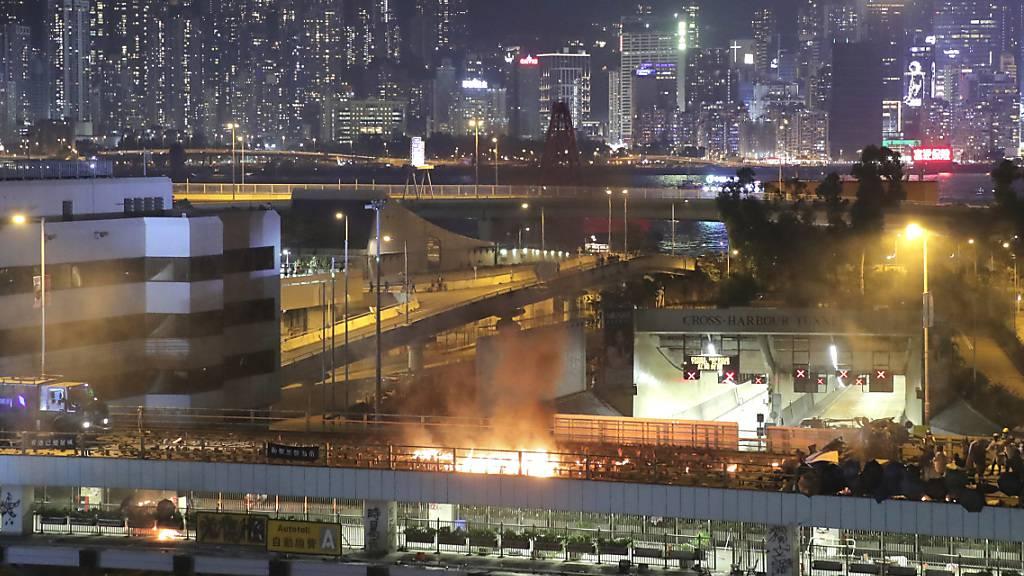 Peking weist Aufhebung des Vermummungsverbots in Hongkong zurück
