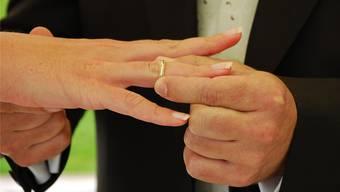 Wurde die Ehe aus Liebe geschlossen oder nur damit er in der Schweiz bleiben konnte? (Symbolbild)