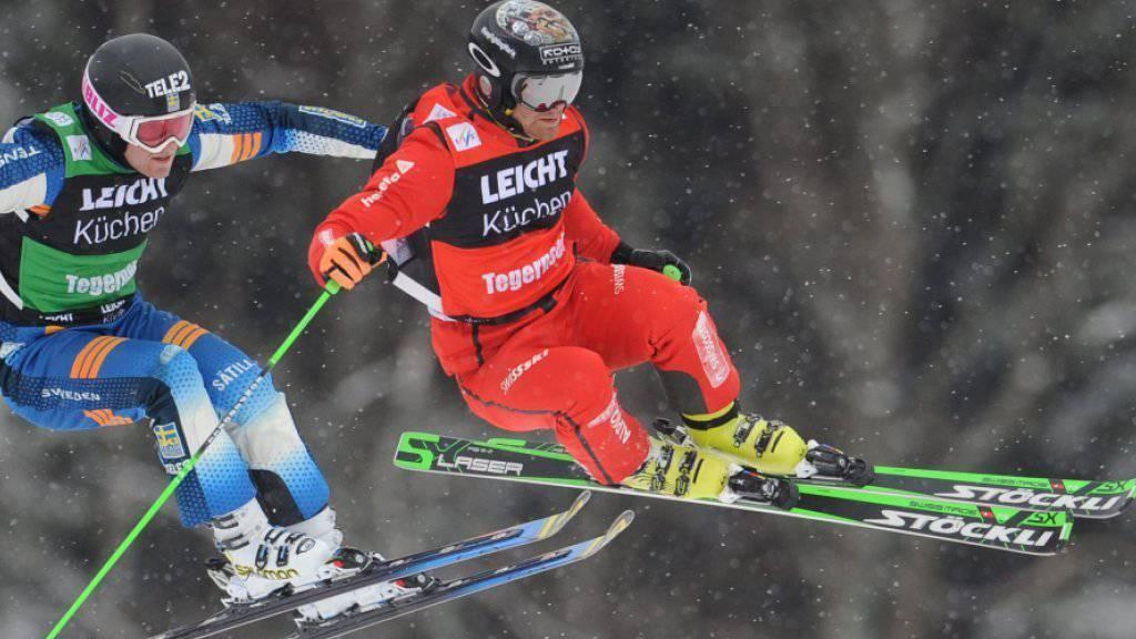 Fuhr im Südtirol zu seinem ersten Weltcup-Sieg: Jonas Lenherr (im roten Renndress/Archivbild)