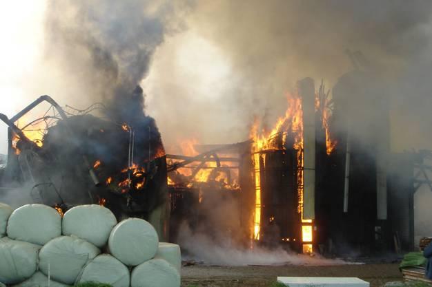Zum Brand kam es durch einen Funkenschlag.
