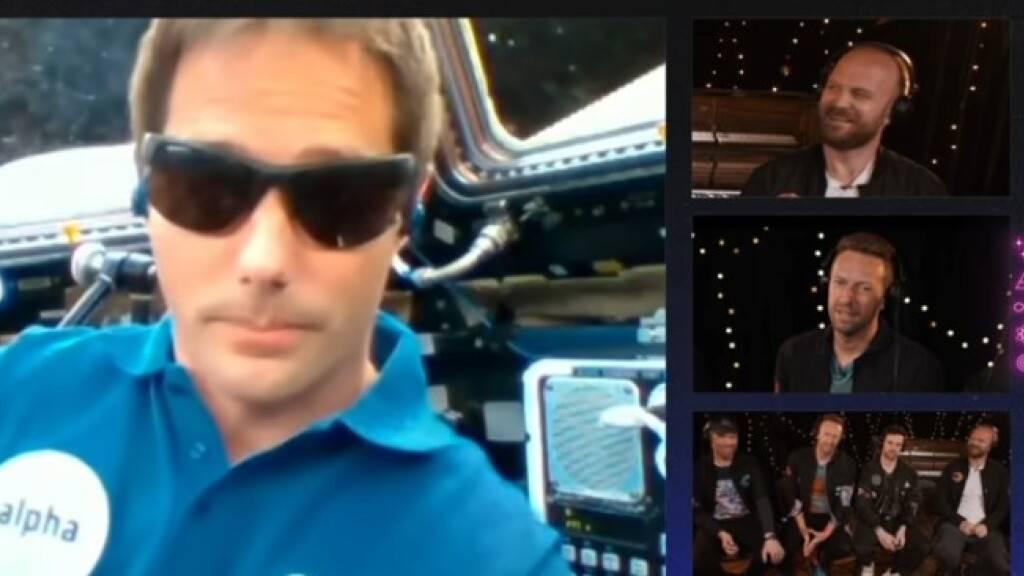 Die Band Coldplay hat am Donnerstag via galaktischer Konferenzschaltung die Vernissage ihrer neuen Single «Higher Power» gefeiert. Unangefochtener Ersthörer war der auf der ISS befindliche französische Astronaut Thomas Pesquet. Die Band lobte seine coole Brille. (YouTube Screenshot)