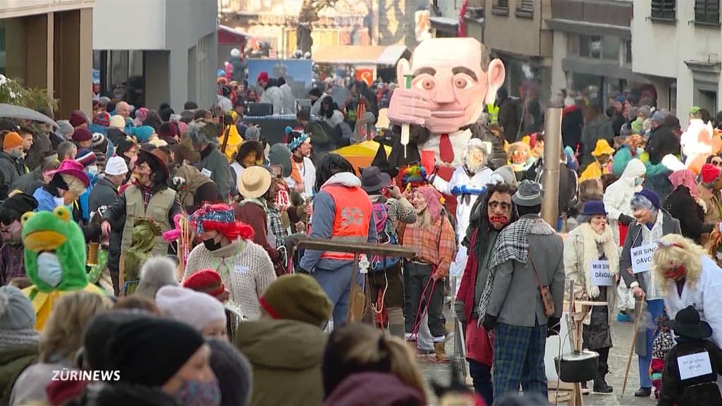 Polizei lässt hunderte Einsiedler Fasnächtler gewähren