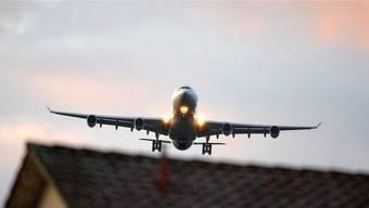 Süddeutsche Politiker wehren sich gegen eine Kapazitätsausweitung am Flughafen Zürich.