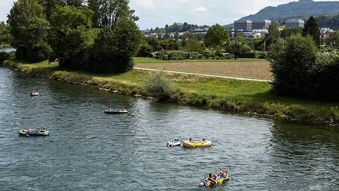 Wer sich die Limmat hinuntertreiben lässt, kann sein Boot auf der Allmend Glanzenberg nicht waschen. Eine Anlage wäre zu teuer, sagt der Stadtrat.