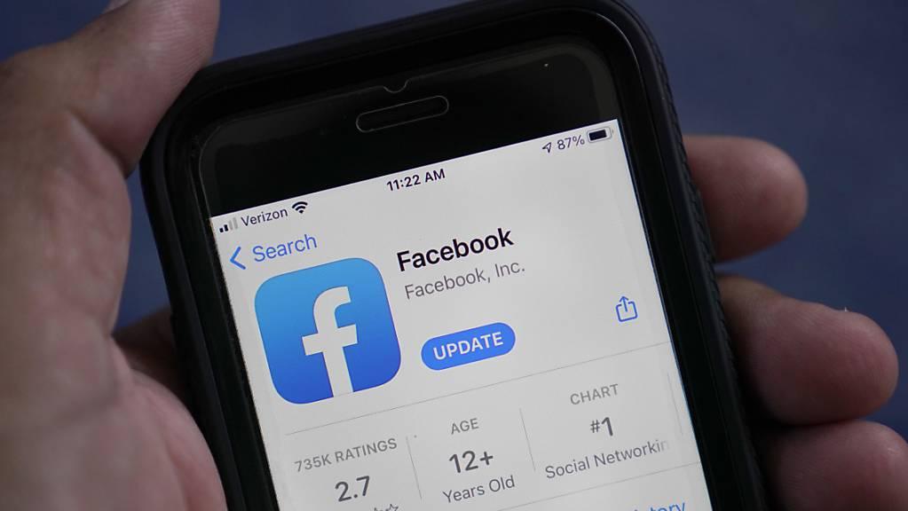 Die Social-Media-Plattform Facebook hat im zweiten Quartal 2021 von einem starken Preisanstieg bei der Internet-Werbung profitiert. (Archivbild)