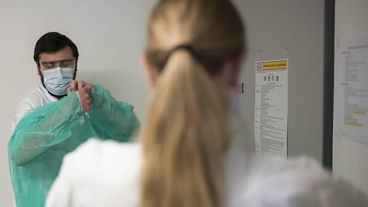 Das Coronavirus erfordert vor allem in Spitälern genaue Hygienemassnahmen. (Symbolbild)