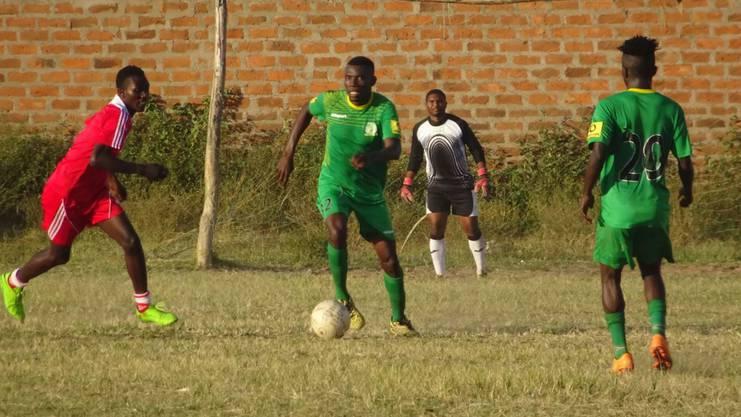 Training mit Toto African. Wer braucht schon richtige Tore.