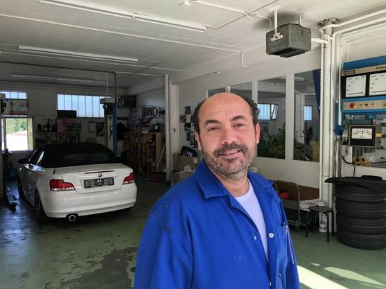 Adel Mustapha, Geschäftsführer der Discount-Tankstelle in Holderbank.