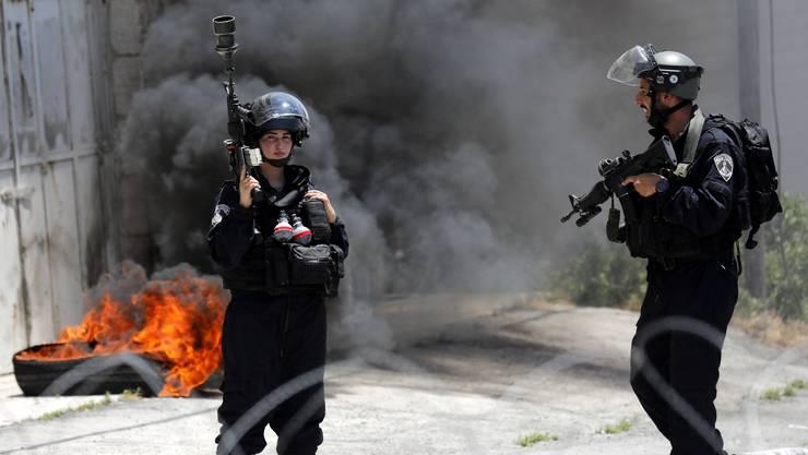 Israelische Polizisten im Westjordanland Vor der Konferenz in Bahrain suchten Palästinenser mehrfach die Konfrontation.