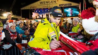 Im Mittelpunkt: Patrick Küng ist nach seinem Sieg am Lauberhorn ein gefragter Mann.