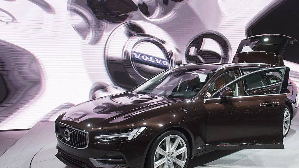 Volvo will in Zukunft nicht mehr mit Benzin und Diesel fahren. (Archivbild)