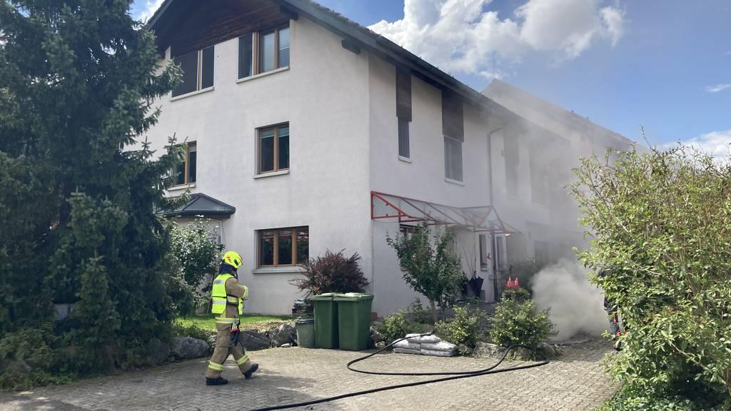 Aschenrückstände in Brand geraten