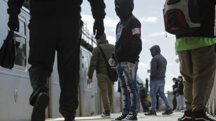 Warum trifft es in den USA bisher verhältnismässig viele junge Leute?
