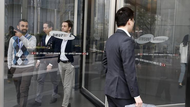 Samsung-Mitarbeiter am Firmenhauptsitz im südkoreanischen Soul. (Archivbild)