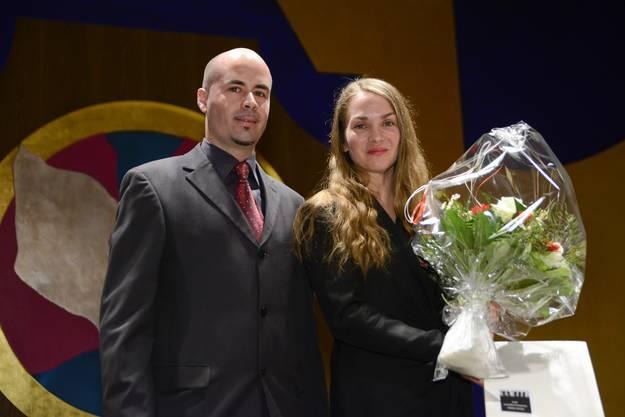 Laudator Matthias Meier-Moreno mit Sandra Sieber, Trägerin des Anerkennungspreises