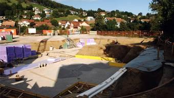 Baugrube «im Brüel» am nördlichen Dorfausgang von Endingen: Hier wird die Hauptabwasserleitung verlegt.ZA