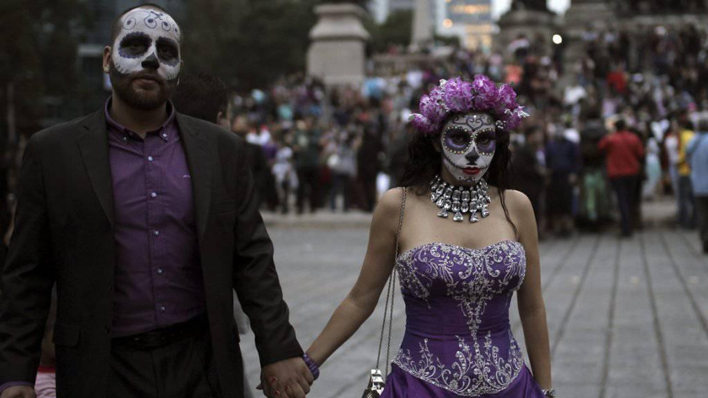 Tag der Toten gedenken die Einwohner Mexikos ihrer Verstorbenen auf verschiedenste Art und Weise. (Archiv)