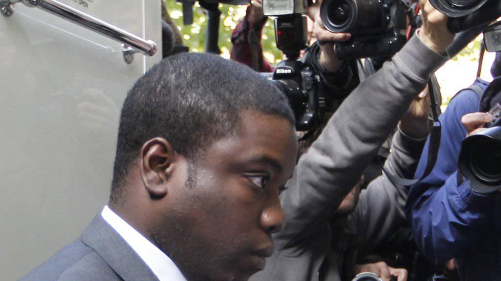 Der ehemalige UBS-Händler Kweku Adoboli, der im Sommer nach seiner Haftverbüssung frei kam, darf nach einem Entscheid der britischen Finanzaufsicht nicht mehr in der Finanzdienstleistungsbranche arbeiten. (Archiv)