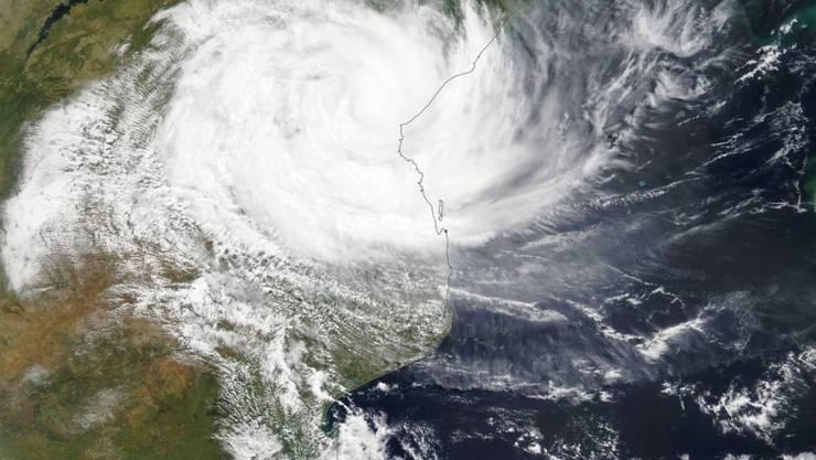 Eine Luftaufnahme des Zyklons Idai im Moment als er in Mosambik auf Land trifft.