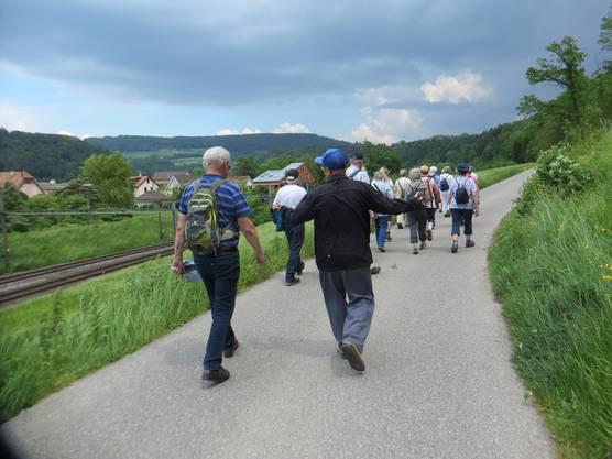 Die Wandergruppe in Richtung Grellingen