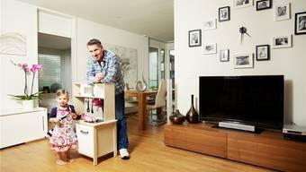 Der Apfel fällt nicht weit vom Stamm. Heiko Nieder mit seiner Tochter Lisa-Marie (2). basil stücheli