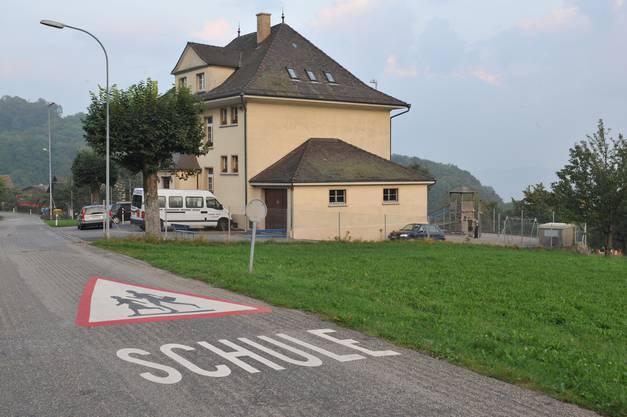 Das Primarschulhaus in Hauenstein-Ifenthal hat Platz für mehr Schüler.