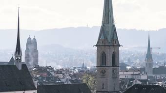 Die evangelisch-reformierte Kirchgemeinde Zürich will von Corona-Massnahmen betroffenen Gewerbetreibenden mit Mieterlassen unter die Arme greifen. (Archivbild)