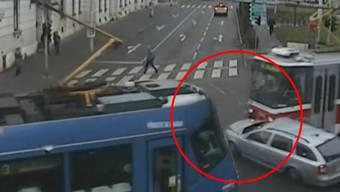 Die Polizei veröffentlichte das Video von dem Unfall am Montagmorgen.