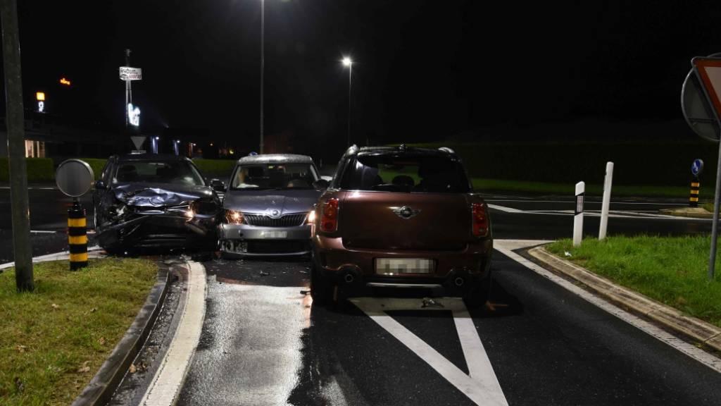 Zwei Verletzte bei Kollision von drei Autos