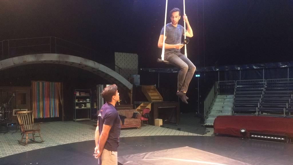 Armando als Trapez-Tänzer