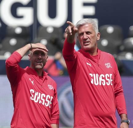 Freut sich auf sportlich herausfordernde Duelle: Nati-Trainer Vladimir Petkovic (rechts).