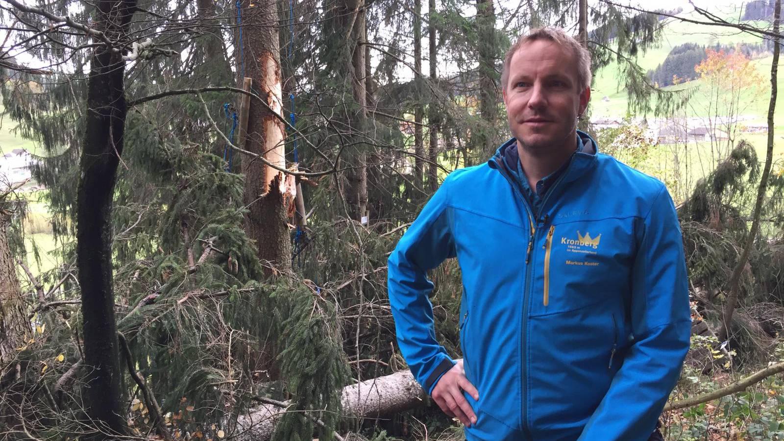 Markus Koster im zerstörten Seilpark