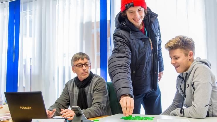 ITF-Supervisor Werner Hötzinger hat gemeinsam mit Marc-Andrea Hüsler und Raphael Baltensperger die Auslosung für das Hauptfeld des Tennis Pro-Open Aargau vorgenommen.