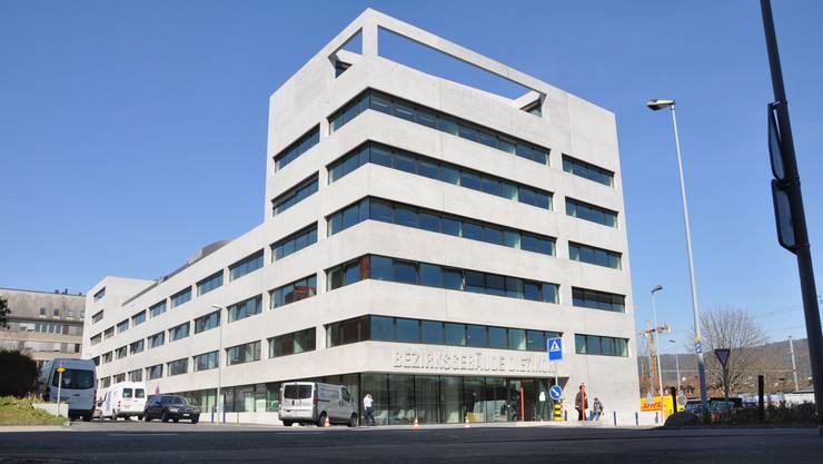 Das Bezirksgericht Dietikon verpflichtete den Beschuldigten zu 400 Stunden gemeinnütziger Arbeit.