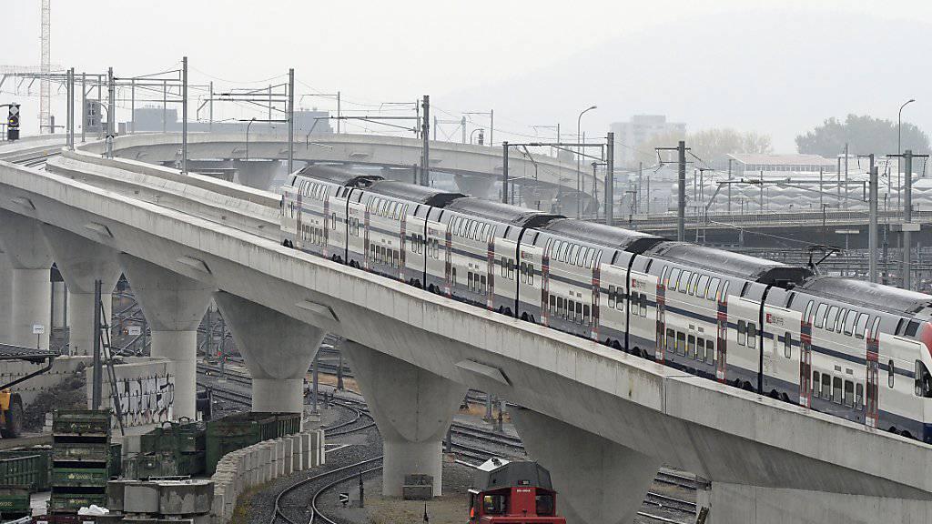 Mit dem Fahrplanwechsel am 13. Dezember gehen die Kohlendreieck- und die Letzigrabenbrücke in Betrieb. Sie dienen primär den Fernverkehrszügen als Ausfahrt Richtung Westen aus dem Durchgangsbahnhof Löwenstrasse.