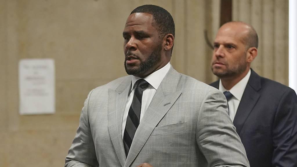 Neue Kindesmissbrauchsvorwürfe gegen Sänger R. Kelly in Chicago