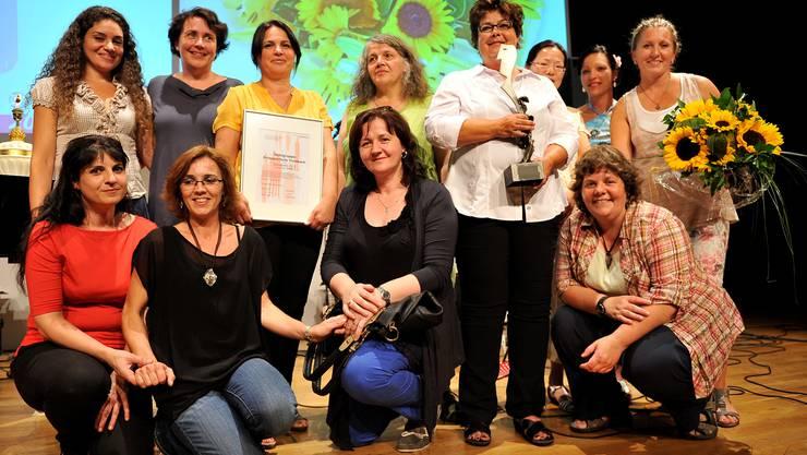 Die strahlenden Gewinnerinnen des Sozialpreises 2013.