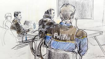 Das Bundesgericht hat die Freiheitsstrafe von drei Jahren und acht Monaten für einen irakischen IS-Unterstützer (Mitte) bestätigt. (Archiv)