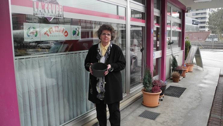 Nadine Russenberger vertreibt ihre Haushaltsartikel ab April aus dem Coiffeursalon ihrer Kollegin.