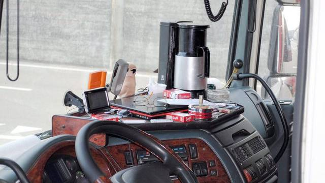 Schon im Januar traf die Schaffhauser Polizei einen Lastwagen mit Kaffeemaschine an (Archiv/Polizei SH)
